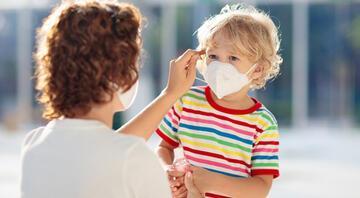Küçük yaştaki çocukların aralarında maske değişimi koronavirüse davetiye çıkarıyor