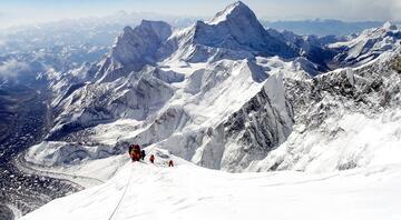 Everest'in zirvesinde bulundu Dünyada şimdiye kadar böylesine rastlanmadı…