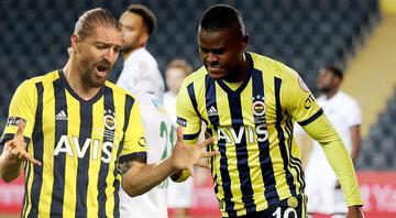 Fenerbahçe-Kasımpaşa maçında Caner Erkin yine başardı, ortalık yıkıldı Samattanın golü sonrası...
