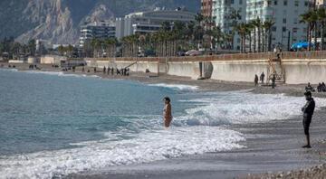 Her yerde kar varken, Antalyada deniz keyfi