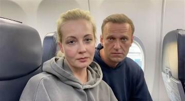 Son dakika... Rus muhalif Navalnı ülkesine döner dönmez gözaltına alındı