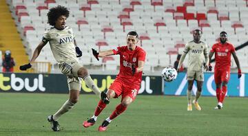 Luiz Gustavo, Sivasspor-Fenerbahçe maçında büyüledi