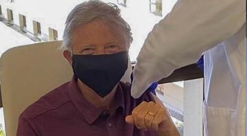 Herkes merakla bekliyordu... Bill Gates Kovid-19 aşısı yaptırdı