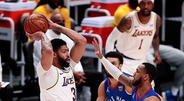 Los Angeles Lakersta gergin bekleyiş Anthony Davis maça devam edemedi...