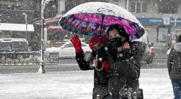 Meteorolojiden yeni hava durumu raporu Kar yerini yağmura bırakıyor...