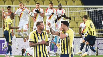 Fenerbahçede frikik sorunu Mesut Özil, Jose Sosa...