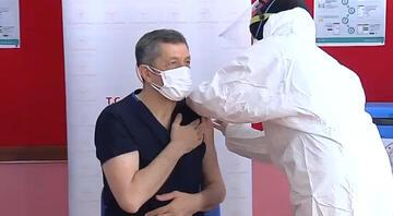 Bakan Selçuk, COVID-19 aşısı oldu