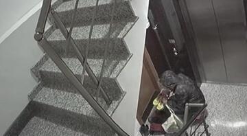 İstanbulda 3 ilçede ayakkabı çalan hırsız kamerada