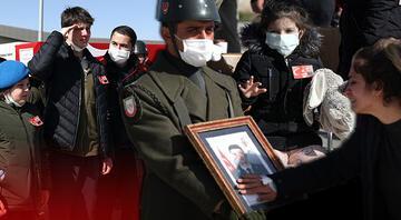 Bitliste helikopter kazasında şehit olan 11 asker için tören... Gözyaşları sel oldu