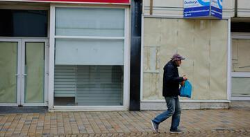 İngilterede peş peşe krizler... Perakende devinden 517 milyon sterlinlik zarar