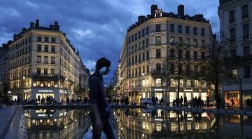 Paris Kovid-19 nedeniyle 3üncü kez sokağa çıkma kısıtlamasına gidiyor