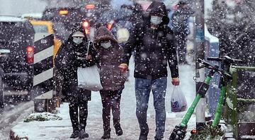 İstanbulda yoğun kar yağışı Bir anda bastırdı