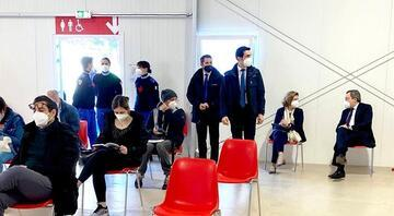 İtalya Başbakanı Draghi, AstraZenecanın Kovid-19 aşısından yaptırdı