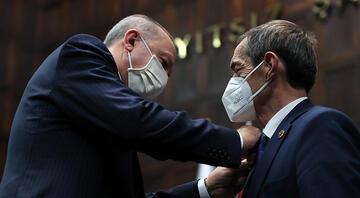Cumhurbaşkanı Erdoğan, CHPden ayrılıp AK Partiye katılan Nejat Öndere rozet taktı