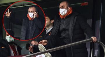 Galatasaray - Karagümrük maçında dikkat çeken fotoğraf Fatih Terim telefonla...