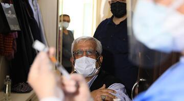 Antalyada aşı ikna timi devrede Çatkapı gittiler, ilk doz aşıyı yaptılar