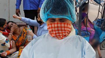 Hindistanda ambulans bulamayan anne ölen oğlunu kendi taşıdı