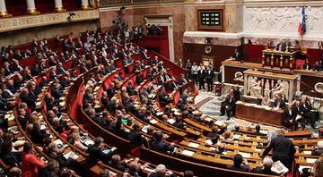Fransada 16 emekli generalin Meclisteki siyasi gruplara iç savaş uyarısı yaptığı ortaya çıktı
