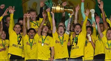 Almanya Kupasında şampiyon Borussia Dortmund Leipzigi farklı geçtiler
