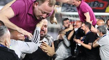 Beşiktaşın şampiyonluğu sonrası Sergen Yalçın tarihe geçti Maç sonu omuzlarda...