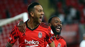 Son Dakika: Türkiye Kupasında şampiyon Beşiktaş Antalyaspor 2 golle yıkıldı