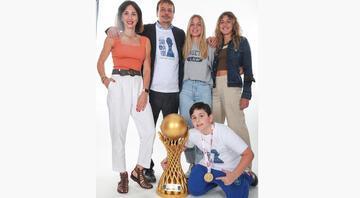 Atamanlardan aile boyu çifte şampiyonluk pozu