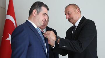Cumhurbaşkanı Aliyev, Haluk Bayraktara Karabağ Nişanı verdi