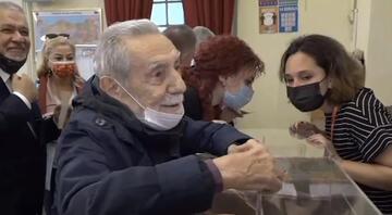 Ünlü oyuncu Aydemir Akbaş, Galatasarayın başkanlık seçiminde oy kullandı