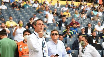 Fenerbahçede kongre günü Fenerbahçe kongresini canlı izle... Ali Koç tek aday... Aziz Yıldırım için ihraç istemi...