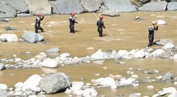 Rizedeki sel felaketinde son durum Kayıp 2 kişi için seferberlik