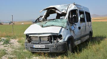 Ağrıda minibüs devrildi 3 kişi hayatını kaybetti