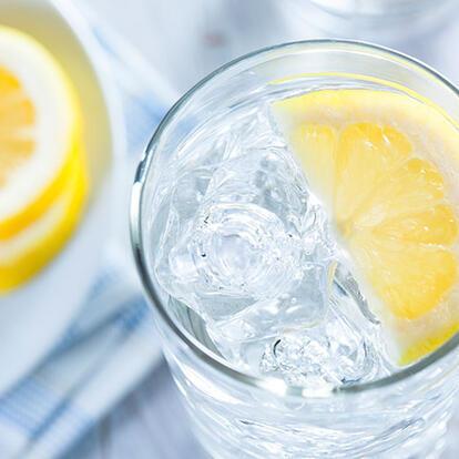 Dikkat! İçtiğiniz suya limon dilimleri eklediğinizde bakın neler oluyor