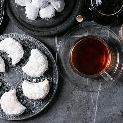 Mis kokulu bir bardak çay, kavala kurabiyesiz olmaz