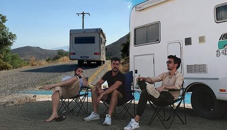 Acemi kuzenlerin karavan macerası... 11 Günde öyle şeyler yaşadılar ki...