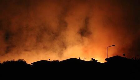 İzmir'de otluk alanda çıkan yangın nedeniyle 4 site boşaltıldı
