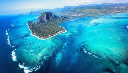 Sıra dışı bir doğa olayı! Okyanusun içindeki su altı şelalesi görenleri şaşkına çevirdi...