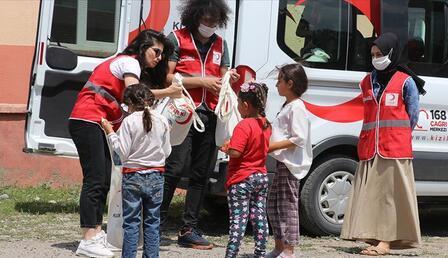 410 bin çocuğa bayramlık giysi