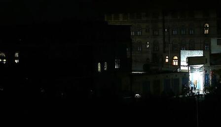 Yemen'de başkent karanlığa gömüldü