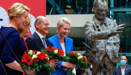 Son dakika: Almanya'daki genel seçimde Sosyal Demokrat Parti birinci çıktı!