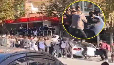 Beylikdüzü'nde lise öğrencileri sokak ortasında birbirlerine kemerlerle saldırdı