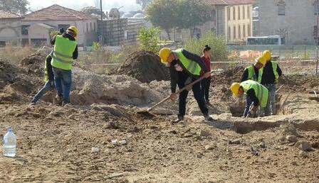 Selimiye Camii'nin çevre düzenlemesinde Roma dönemine ait aile mezarı bulundu