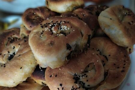 Çay saatlerinin vazgeçilmezi olacak: Hatay usulü çökelekli ıspanaklı gül böreği