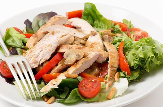 Mantar, tavuk ve mısırlı salata tarifi