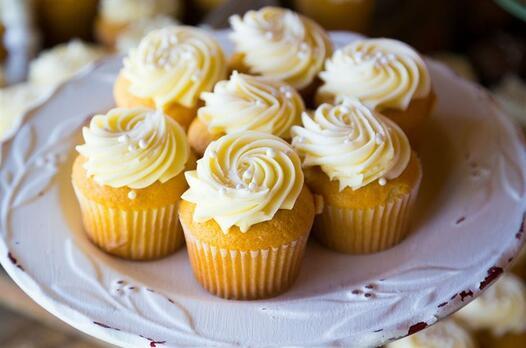 Beyaz çikolata dolgulu cupcake tarifi
