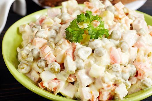 Yoğurtlu garnitür salatası tarifi