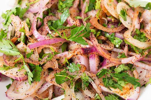Sumaklı soğan salatası tarifi