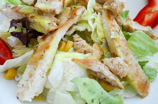 Göbekli tavuk salatası tarifi