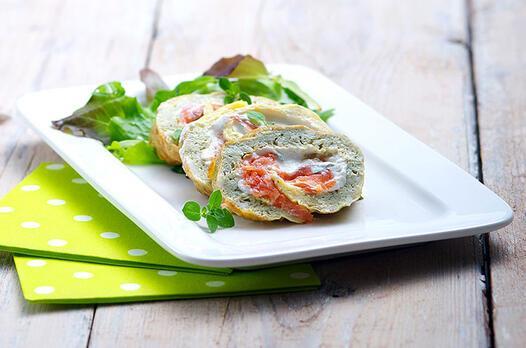 Otlu keçi peynirli omlet ve füme somon rulosu tarifi