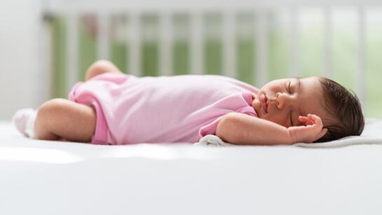 Bebekler ilk 6 ay sadece anne sütü ile beslenmeli