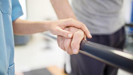 Fizik tedavi ve rehabilitasyon süreçleri engelli bireylerin bağımsızlığını artırıyor